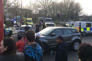 Đâm chém liên tiếp trong đêm, London báo động bạo lực đường phố