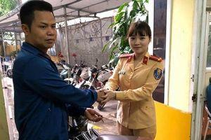 Hà Nội: Nữ CSGT trao trả lại xe bị mất cắp 8 năm cho khổ chủ