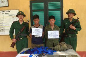 Thanh Hóa: Bắt 2 đối tượng người Lào vận chuyển ma túy mang theo súng