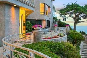 Căn nhà bên bờ biển đẹp miễn chê, ai mua sẽ là hàng xóm của tỷ phú Warren Buffett