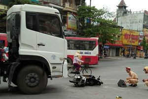 Tai tạn giao thông thương tâm: Vợ tử vong, chồng nguy kịch