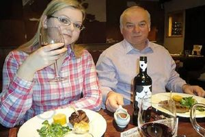 Nghi vấn cha con cựu điệp viên Nga Sergei Skripal bị ngộ độc cá nóc