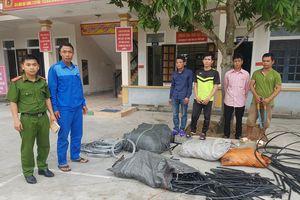 Nhóm công nhân FPT cắt trộm hàng trăm mét cáp đồng của VNPT Hà Tĩnh