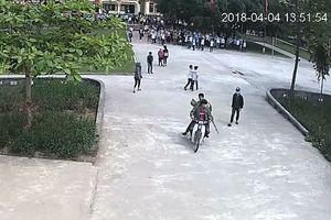 Triệu tập 4 thanh niên mang hung khí lao vào trường hành hung nam sinh để 'dằn mặt'