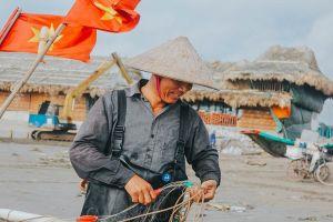 Một sớm ở làng chài Hải Lý