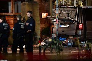 Đức: Xe 'điên' lao vào đám đông, hơn 20 người thương vong