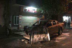 Hải Dương: Vừa đưa vợ con đi chơi về, xe ô tô bất ngờ phát nổ bốc cháy