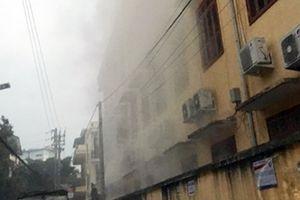 Đốt rác gây cháy phòng học