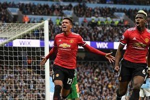 Bị Man Utd lội ngược dòng, Man City lùi ngày đăng quang