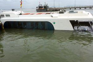 Phát hiện kịp thời nước tràn vào tàu cao tốc, hành khách lên bờ an toàn