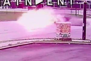 Ô tô nổ như bom khi chạy trốn cảnh sát