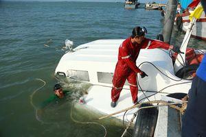 Nhiều khả năng tàu chìm do nước vào theo đường ống chân vịt
