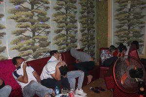 Phát hiện hàng chục thanh niên nam-nữ đang 'bay' trong quán Karaoke