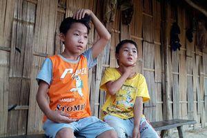 2 trẻ thoát 'lao động khổ sai'