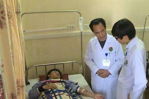 Bố bệnh nhi khai lý do đánh bác sĩ, thực tập sinh bị thương