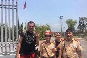 Bị mất ví tiền, 2 du khách Nga được CSGT Quảng Ninh trợ giúp về Hà Nội
