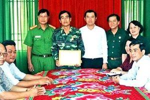 Lục Vân Tiên mặc áo lính