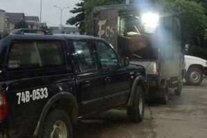 Xe tải chở gỗ lậu lao vào ô tô của kiểm lâm
