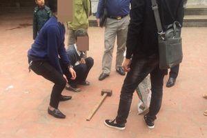 Bắc Giang: Dùng búa đập chết em trai và hàng xóm chỉ vì con gà thiếu cân