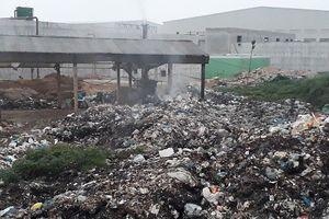 Phú Thọ: 'Lô cốt rác thải' án ngữ sát đường quốc lộ và cạnh khu dân cư