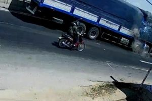 Clip xe tải tông kinh hoàng xe đầu kéo trên Quốc lộ, một người tử vong