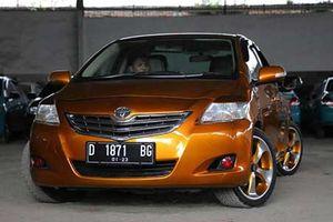 Xe sedan Toyota Vios 2 đầu độc nhất thế giới tại Indonesia