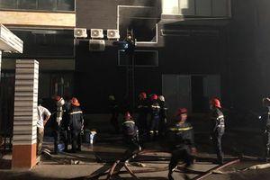 Hơn 100 chiến sĩ cảnh sát tức tốc chữa cháy ngay trong đêm tại xưởng bánh kẹo ACB