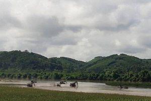 Nghệ An: Bắt hàng loạt tàu hút cát trái phép