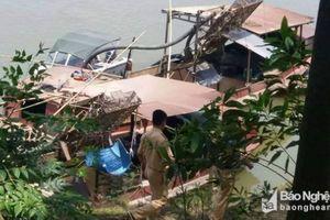 Nghệ An: Bắt quả tang 7 thuyền hút cát, sạn trái phép trên sông Lam