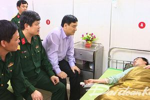Lãnh đạo tỉnh Nghệ An thăm hỏi Trung úy bị thương khi tìm hài cốt liệt sĩ