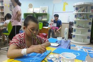 Lớp vẽ gieo mầm 'Hy vọng xanh' cho bệnh nhân nhí