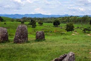 Khám phá cánh đồng chum 2.000 năm bí ẩn ở Lào