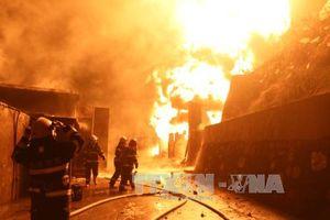 Cháy lớn do chập điện, thiêu rụi 8 căn nhà