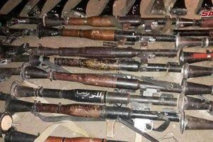 Chùm ảnh: Phiến quân nộp một loạt vũ khí cho quân đội Syria tại Douma - Đông Ghouta