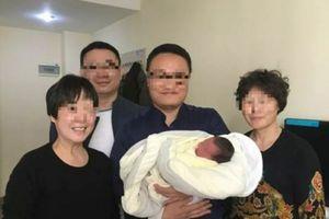 Kỳ lạ: Em bé chào đời sau 4 năm cha mẹ qua đời