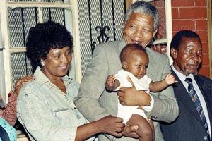 Người đàn bà trong cuộc tình 40 năm của cố Tổng thống Nelson Mandela