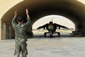 Syria chuyển máy bay đến Hmeymim, sẵn sàng kịch bản nóng