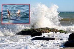 Thương tâm hai nữ sinh bị sóng cuốn ra biển tử vong