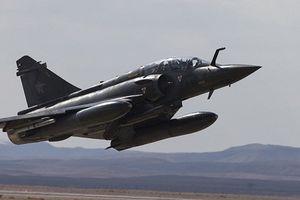 Máy bay chiến đấu Pháp ném bom trúng nhà máy sản xuất phụ tùng ô tô