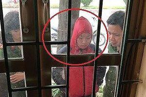 Bắt quả tang nữ kiểm sát viên nhận tiền của gia đình bị can