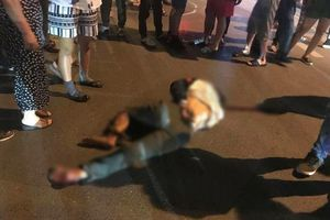 Nhẫn tâm cuốn xe máy rồi kéo lê người đàn ông vào gầm, tài xế bị người dân đuổi đánh