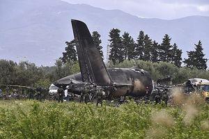 Hình ảnh chiếc máy bay quân sự Algeria cháy rụi làm 257 người chết
