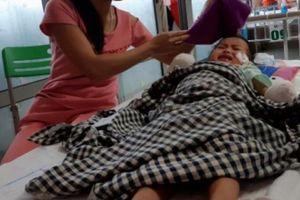 Bác sĩ không thể cứu được tay chân bé gái 3 tuổi