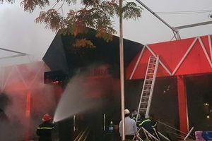 Cận cảnh lực lượng PCCC khống chế ngọn lửa ở nhà hàng Sive beer Club