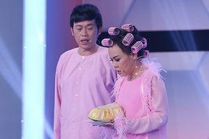 Hoài Linh phản ứng khi Việt Hương tuyên bố 'cứ cầm mic là thành ca sĩ'