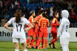 Tung quân dự bị đá thủ tục, Trung Quốc vẫn vùi dập đối thủ 8-1