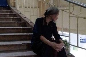 Mẹ già 70 tuổi chết lặng khi biết con bị kéo lê hàng trăm mét trên đường