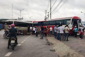 2 xe ô tô đâm nhau, 14 người bị thương