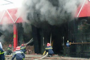 Khói lửa bao trùm quán bia lớn ở Hải Phòng
