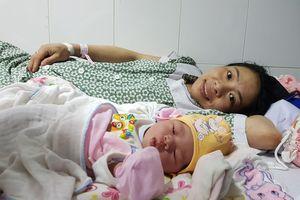Sản phụ đầu tiên ở Việt Nam điều trị tắc vòi trứng bằng phương pháp mới đã sinh con